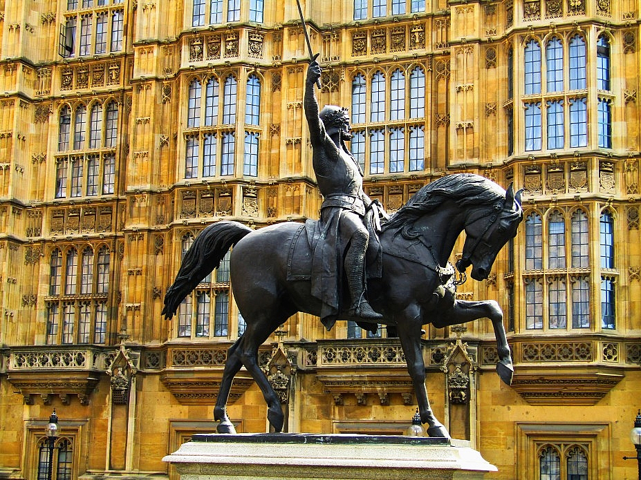 London 18 (48)
